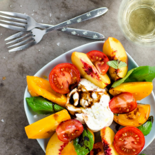 Nectarine_Heirloom_Tomato_Salad