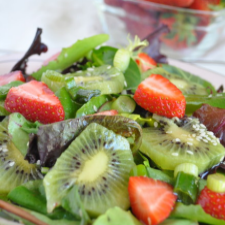 Strawberry_Kiwi_MixedGreen_Salad